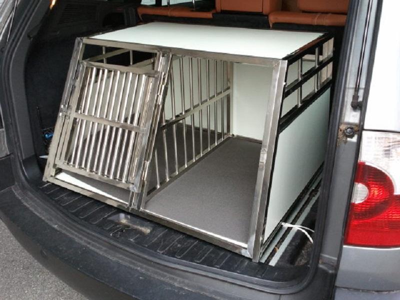 Komfortable Hunde-Doppelbox mit Separation